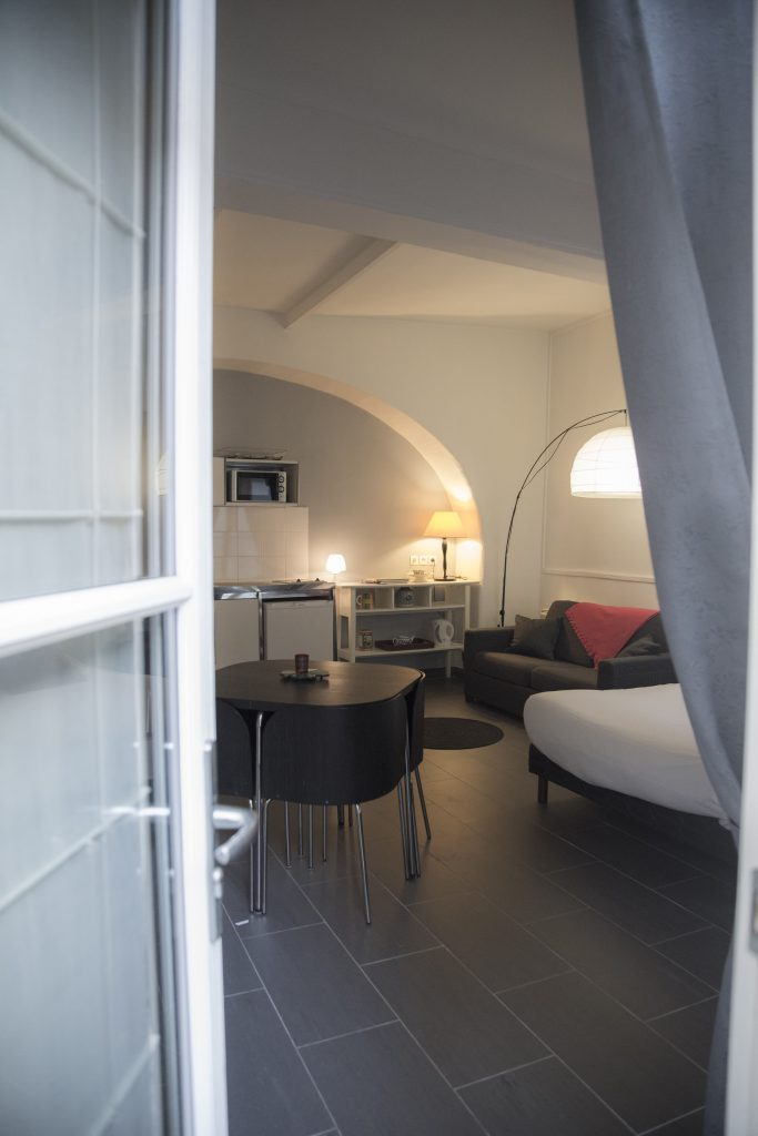 appartement 4 pers 6 rue bonaparte paris 5. Black Bedroom Furniture Sets. Home Design Ideas